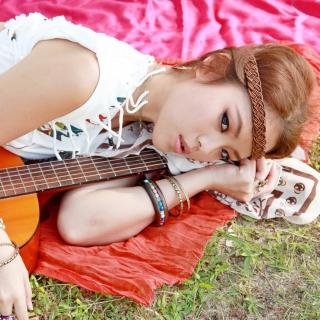 Girl with Guitar - Obrázkek zdarma pro 1024x1024