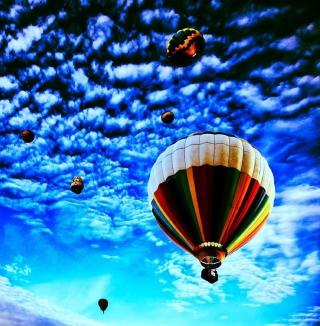 Balloons In Sky - Obrázkek zdarma pro iPad Air