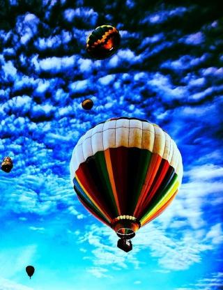 Balloons In Sky - Obrázkek zdarma pro Nokia Asha 300