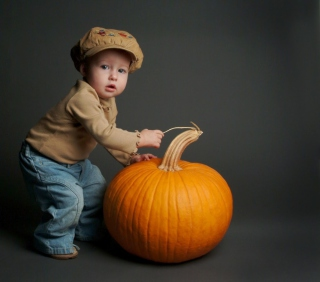 Cute Baby With Pumpkin - Obrázkek zdarma pro iPad