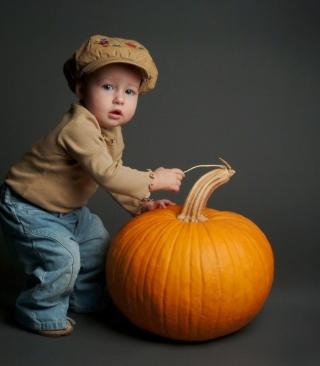 Cute Baby With Pumpkin - Obrázkek zdarma pro Nokia Lumia 2520