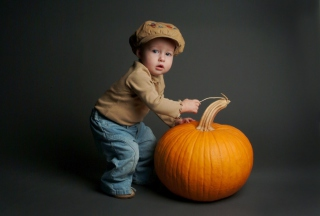 Cute Baby With Pumpkin - Obrázkek zdarma pro Android 480x800