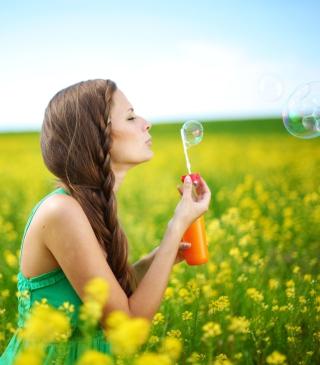 Girl And Bubbles - Obrázkek zdarma pro Nokia X3-02