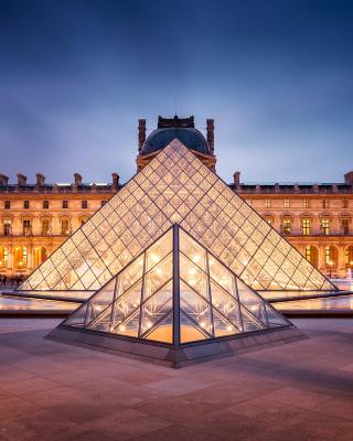 Paris Louvre Museum - Obrázkek zdarma pro Nokia Lumia 720