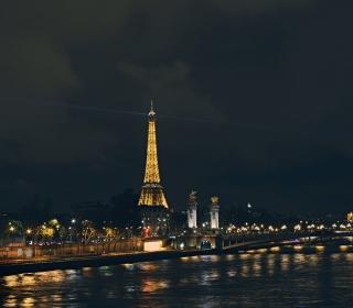 Eiffel Tower In Paris France - Obrázkek zdarma pro iPad mini