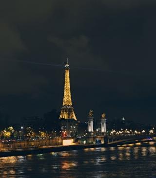 Eiffel Tower In Paris France - Obrázkek zdarma pro Nokia Asha 308
