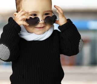 Baby Boy In Heart Glasses - Obrázkek zdarma pro 320x320