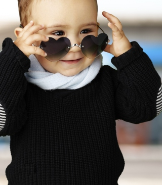 Baby Boy In Heart Glasses - Obrázkek zdarma pro Nokia C2-03