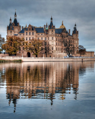 Schwerin Castle in Germany, Mecklenburg Vorpommern - Obrázkek zdarma pro Nokia Asha 308