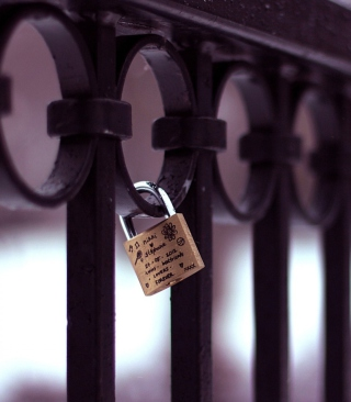 Forever Love Lock - Obrázkek zdarma pro iPhone 4