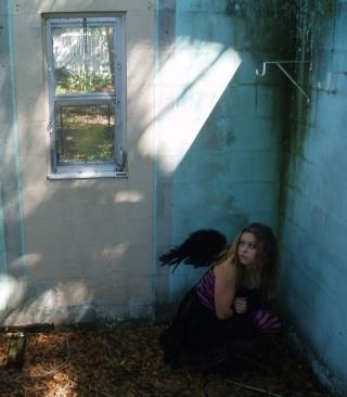 Black Angel Hiding - Obrázkek zdarma pro Nokia X3