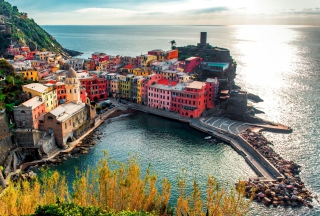 Italy Vernazza Colorful Houses Picture for Android, iPhone and iPad