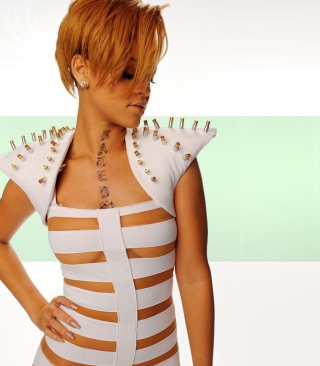Hot Rihanna In White Top - Obrázkek zdarma pro 132x176