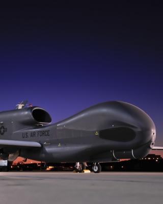 Northrop Grumman RQ 4 Global Hawk surveillance aircraft - Obrázkek zdarma pro iPhone 5
