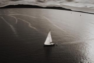 Картинка Boat In Sea на телефон