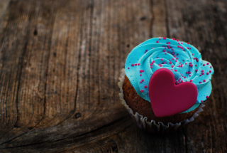 Free Love Cupcake Picture for Android, iPhone and iPad