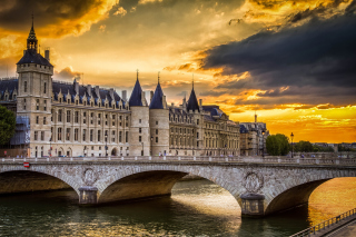 La conciergerie Paris Castle - Obrázkek zdarma pro 1366x768