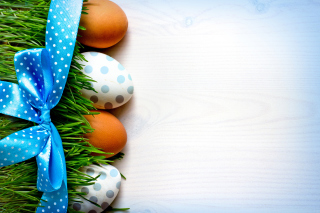 Free Easter Eggs Polka Dot Picture for Android, iPhone and iPad