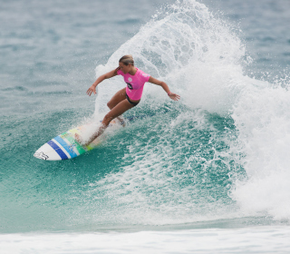 Girl In Pink T-Shirt Surfing - Obrázkek zdarma pro iPad mini 2