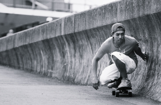Skating Boy - Obrázkek zdarma pro Sony Xperia E1