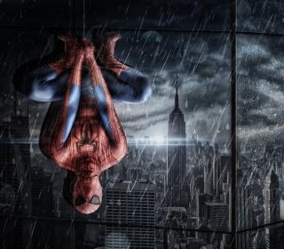 Spiderman Under Rain - Obrázkek zdarma pro 320x320