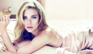 Scarlett Johansson Sensuous Background for Android, iPhone and iPad