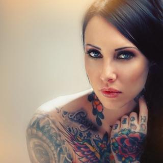 Blue Eyed Tattooed Brunette - Obrázkek zdarma pro 128x128