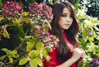 Girl In Garden - Obrázkek zdarma pro 1024x600