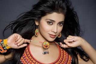 Shriya Saran Actress Wallpaper for Android, iPhone and iPad