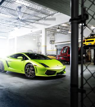 Neon Green Lamborghini Gallardo - Obrázkek zdarma pro Nokia 300 Asha