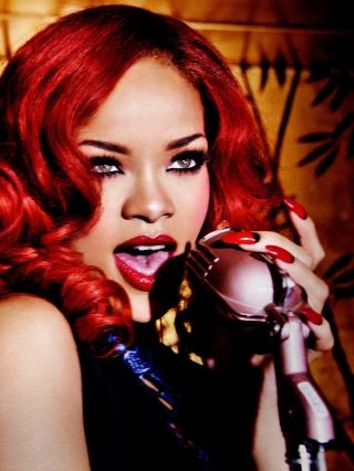 Rihanna Singing - Obrázkek zdarma pro Nokia Asha 303