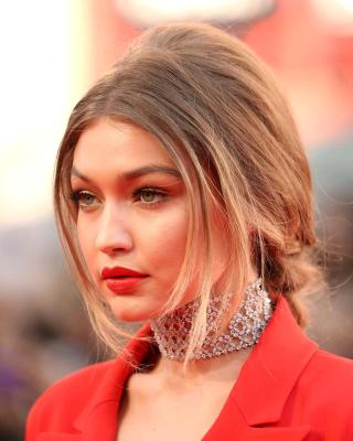 Gigi Hadid Super Model - Obrázkek zdarma pro Nokia Asha 309