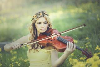 Girl Violinist - Obrázkek zdarma pro 1024x600