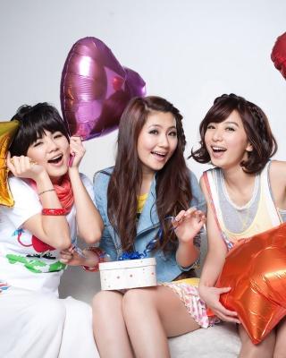 Selina Jen from SHE Taiwanese Mandopop Girl Group - Obrázkek zdarma pro Nokia C3-01 Gold Edition