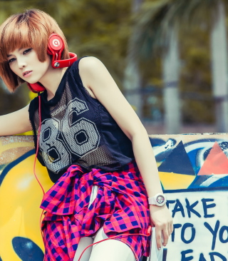 Cool Girl With Red Headphones - Obrázkek zdarma pro Nokia C-Series