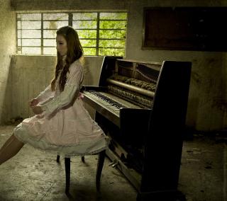 Girl And Piano - Obrázkek zdarma pro 208x208