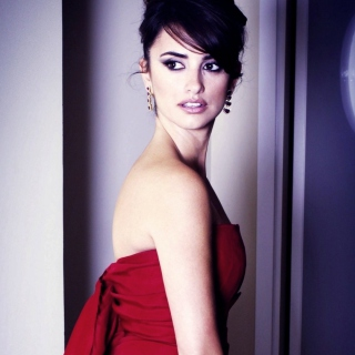 Penelope Cruz In Red Dress - Obrázkek zdarma pro iPad mini