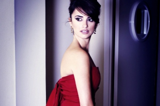 Penelope Cruz In Red Dress - Obrázkek zdarma pro Samsung Galaxy Grand 2