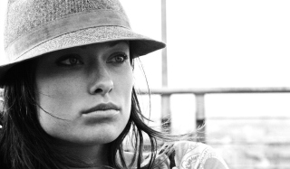 Olivia Wilde Wearing Hat Wallpaper for Android, iPhone and iPad