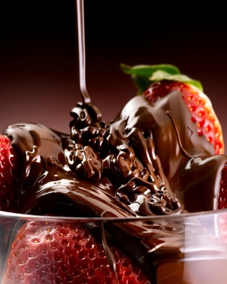 Chocolate Covered Strawberries - Obrázkek zdarma pro 480x640