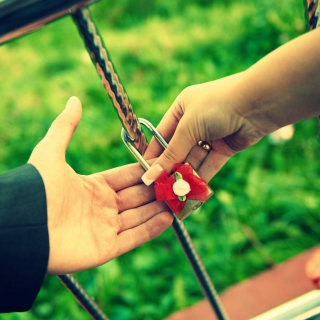 Love Lock - Obrázkek zdarma pro 2048x2048