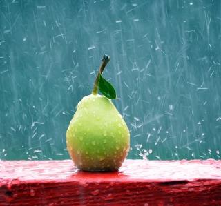 Green Pear In The Rain - Obrázkek zdarma pro 208x208