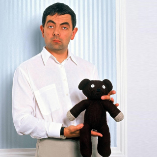 Mr Bean with Knitted Brown Teddy Bear - Obrázkek zdarma pro 1024x1024