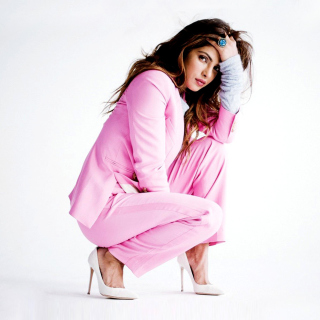 Priyanka Chopra on High Heels - Obrázkek zdarma pro iPad Air