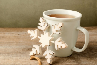 Free White Wooden Snowflake Picture for Android, iPhone and iPad