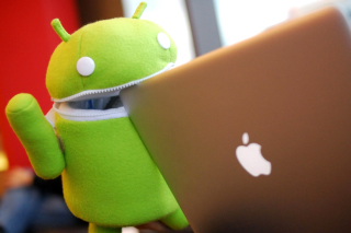 Android Robot and Apple MacBook Air Laptop - Obrázkek zdarma pro 1366x768