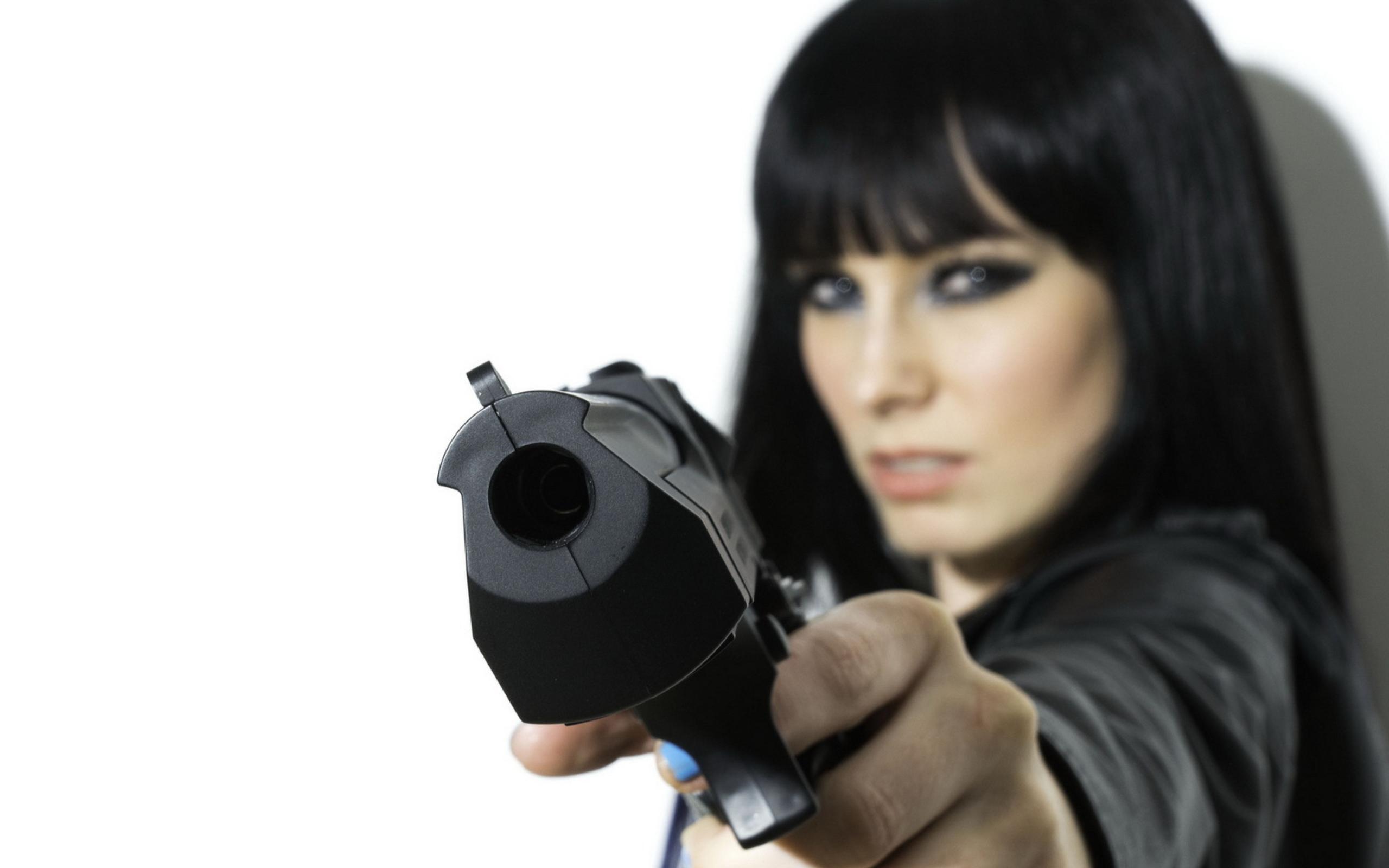 Фотосессии девушек с пистолетом 14 фотография