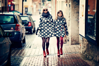 Mother And Daughter In Matching Coats - Obrázkek zdarma pro 720x320