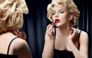 Scarlett Johansson Red Lipstick - Obrázkek zdarma pro Fullscreen Desktop 1280x1024