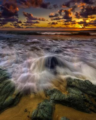 Seashore with big stones UHD - Obrázkek zdarma pro Nokia X6
